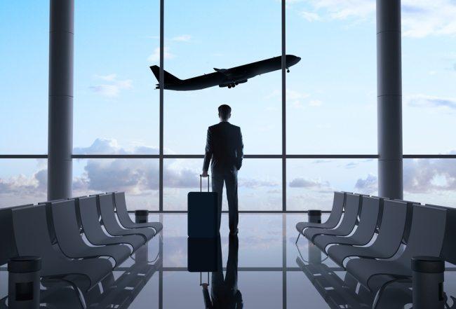 Более 40% топ-менеджеров сообщили о планах уехать из России