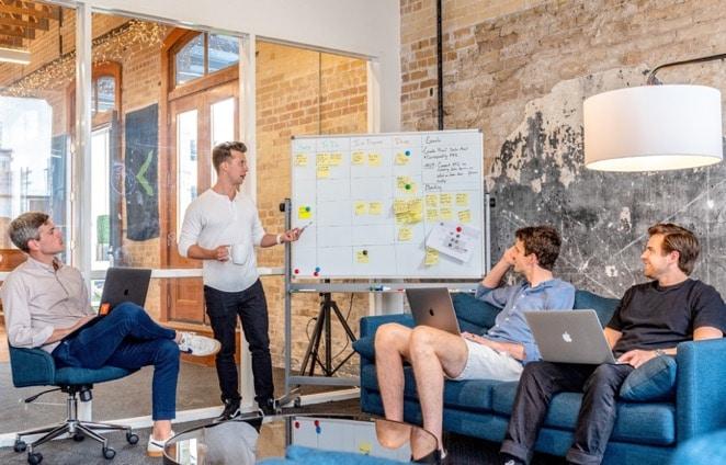 Кнут Vs. Пряник: каким должен быть руководитель креативной команды сегодня?